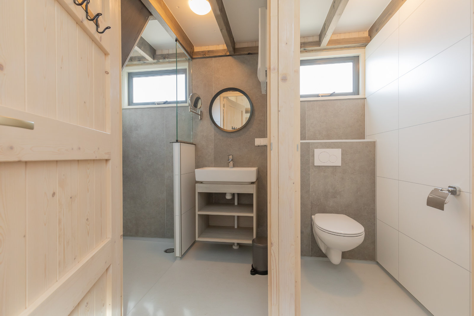 MK4 tiny house - shower and toilet
